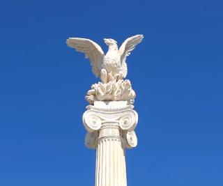 Το άγαλμα του φοίνικα στην πλατεία της Νέας Επιδαύρου-Νέα Επίδαυρος - Nea Epidavros
