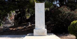 Το άγαλμα της θεάς Νίκης στην πλατεία της Νέας Επιδαύρου-Νέα Επίδαυρος - Nea Epidavros
